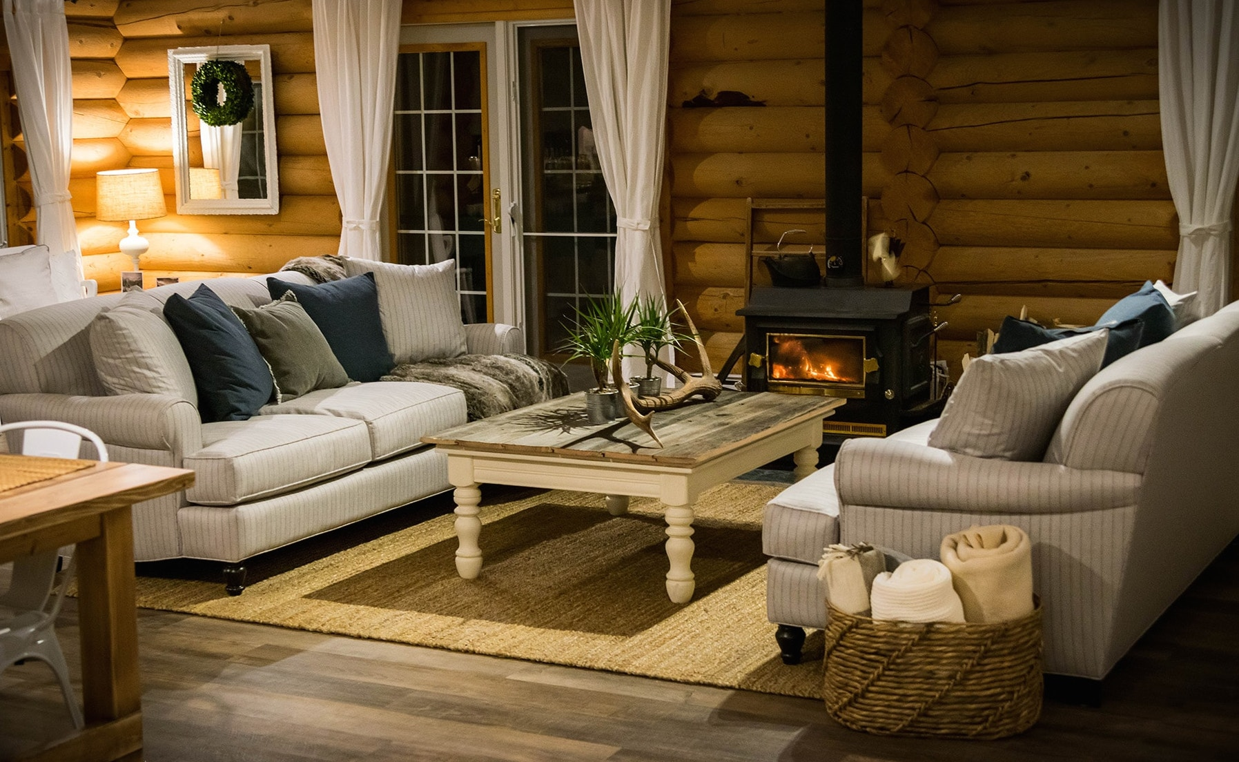 A quiet B&B and log lodge in Golden BC